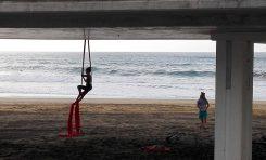 La equilibrista de la pasarela