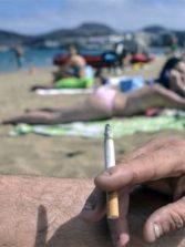 El nuevo reglamento de costas y playas, donde se incluye la prohibición de fumar en Las Canteras, no se aprobará hasta dentro de algunos meses