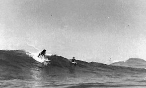Surf en blanco y negro