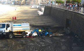 Así sacaron al tractor de la limpieza tras ser engullido por el Barranco de la Ballena (vídeo)