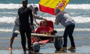 El surfero canario Marcos Tapia vence en el International Adaptive Surf Open