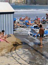 Un estudio sobre los efectos del cambio climático en Las Canteras pronostica una playa sin arena seca para el año 2100