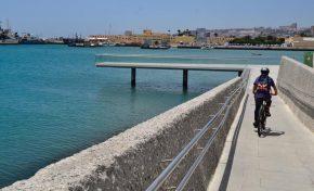 El Ayuntamiento abre al público el Frente Marítimo del Muelle de Santa Catalina situado junto a la Base Naval