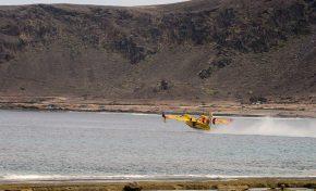 Un hidroavión ameriza en Las Canteras