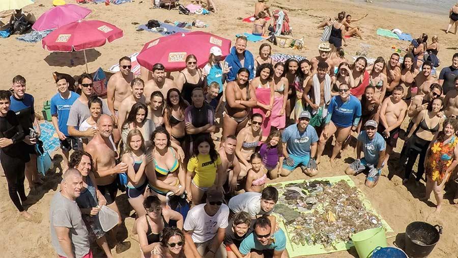 60 voluntarios limpiaron el fondo de Las Canteras