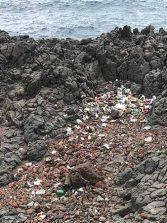 La basura se acumula en uno de los rincones más bellos de La Isleta