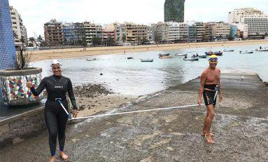 Jari y Fátima prueban el Tri Speed Swim