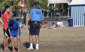 Necesitamos una policía turística a pie de playa