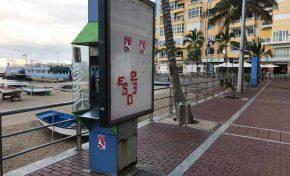 Ciudad de Mar quiere quitar las inservibles cabinas telefónicas del paseo de Las Canteras