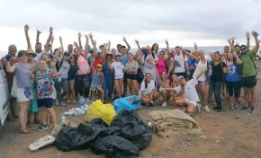 80 personas limpiaron El Confital convocados por el International Ocean Film TourVol. 6 y Oceans4Life Gran Canaria