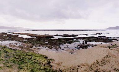 Las Canteras enseña su belleza en las mareas del equinoccio