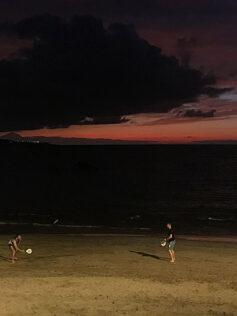 El juego de las palas en la playa