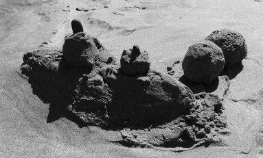 Batallas navales entre destructores y portaviones de arena