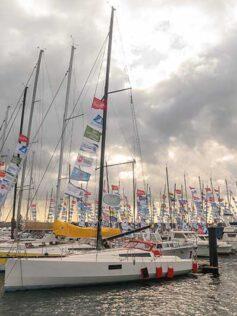 Los 83 veleros de la regata en solitario Mini-Transat celebran este sábado una jornada de entreno en la bahía de Las Palmas de Gran Canaria