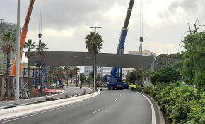 """Las dos piezas restantes para concluir el montaje de la pasarela """"Onda Atlántica"""" se colocarán en las próximas semanas"""