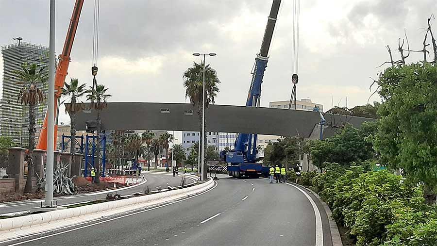 Las dos piezas restantes para concluir el montaje de la pasarela «Onda Atlántica» se colocarán en las próximas semanas
