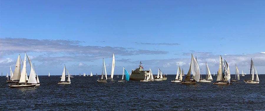 La flota de la 34 Atlantic Rally for Cruisers navega rumbo oeste tras despedirse esta mañana de Las Palmas de Gran Canaria