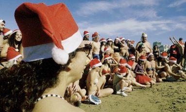 Los Papás Noel se bañaron en Las Canteras