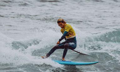 El tahitiano Poenaiki Raihoa se encuentra a un paso de proclamarse campeón del Mundo de paddle surf, en la modalidad de olas en la playa de El Lloret