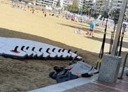 Las empresas que realizan actividades acuáticas en la playa denuncian las actividades que realiza un crucero en Las Canteras