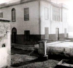 A la izquierda puede apreciarse la tapia del solar de Italcable, con respecto a la casa de la familia Padorno, existente en la actualidad.