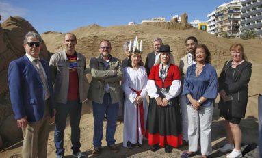 Las Lucías sueca y canaria celebran la fiesta de la luz en el Belén de Las Canteras