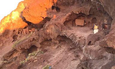 De hito arqueológico a poblado troglodita de chabolas
