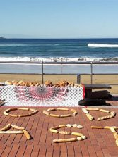 Arte protesta con barras de pan