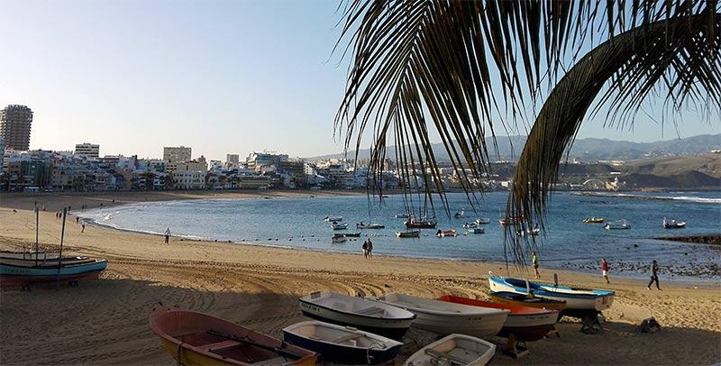 Ciudad de Mar retirará de Las Canteras las embarcaciones que no estén matriculadas