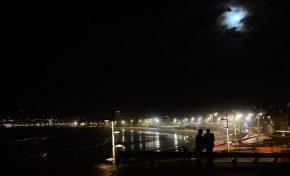 Contemplando la luna llena