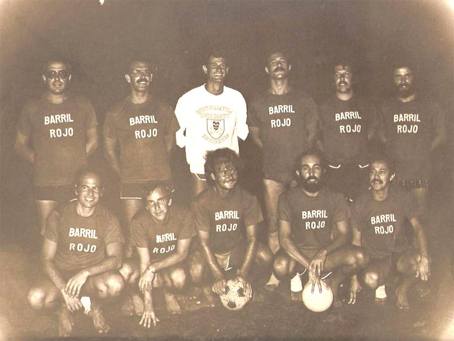 El histórico equipo de fútbol playero «el Barril Rojo»