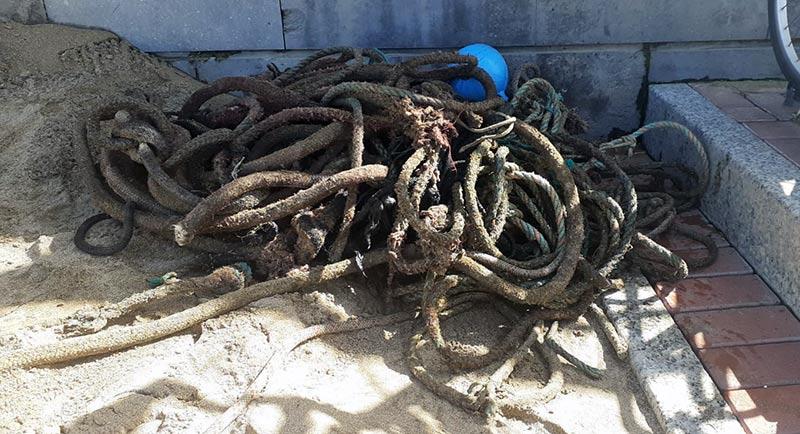 Basura extraída del fondo tras rehabilitar el fondeadero de La Puntilla