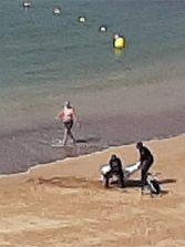 La poca dignidad para un fallecido en la playa de Las Canteras