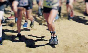 Los eventos sobre la arena donde se reúnen cientos de personas con el calzado puesto no son saludables para la playa