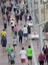 Se colocarán pegatinas en el paseo para intentar encauzar a los paseantes y deportistas, evitando así que se tropiecen de frente