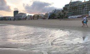 Se sigue acumulando arena en Las Canteras