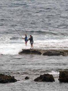 Corrección: pescar con caña hacia un lado de la Barra no está permitido