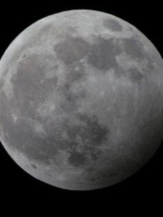 El eclipse 'Luna de Trueno', cita para este domingo en el archipiélago canario