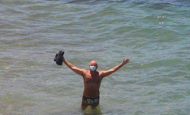 Sergio con su mascarilla para la playa