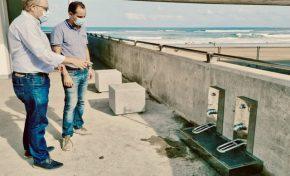 Ciudad de Mar instala en los bajos de la pasarela de la Cicer dos lavapiés