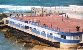 Una reluciente escuela de vela en una recién acabada plaza de La Puntilla