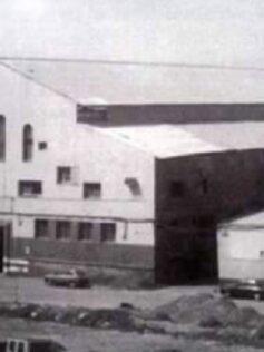 La impresionante fachada de la desaparecida factoría de Ojeda