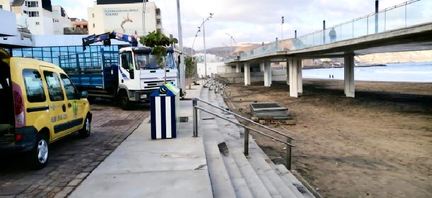 Se retiran las vallas de la zona de arena bajo la pasarela