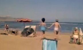 Década de los sesenta: remojón en Playa Chica. Vídeo