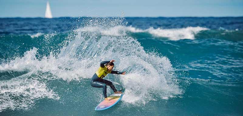 Lenni Jensen y Ariane Ochoa, campeones del Open LPA Surf City en las olas de la Cicer