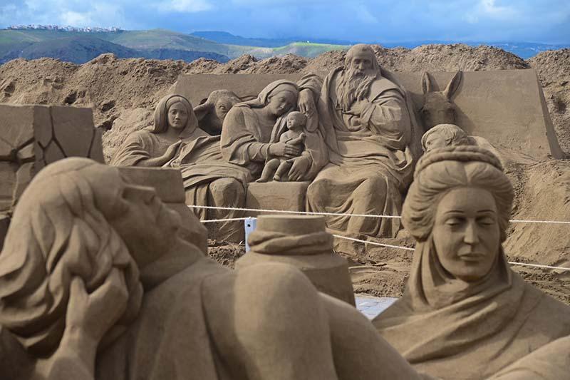 El Belén de arena de Las Canteras comienza a recibir visitantes