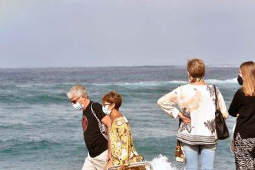 Mascarillas en las playas y en el campo: motivos para imponer (o no) su uso