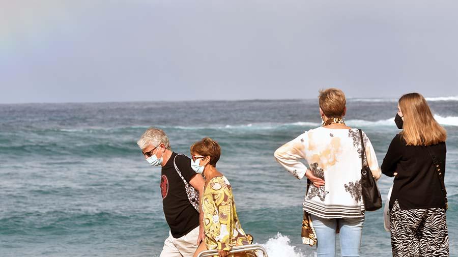 Canarias seguirá usando la mascarilla en la playa como hasta ahora