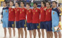 El equipo nacional de fútbol playa se concentra en la playa de Las Canteras