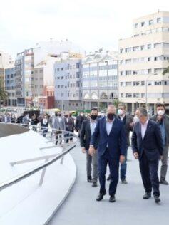 El Puerto queda conectado a la ciudad con la inauguración de la pasarela 'Onda atlántica'